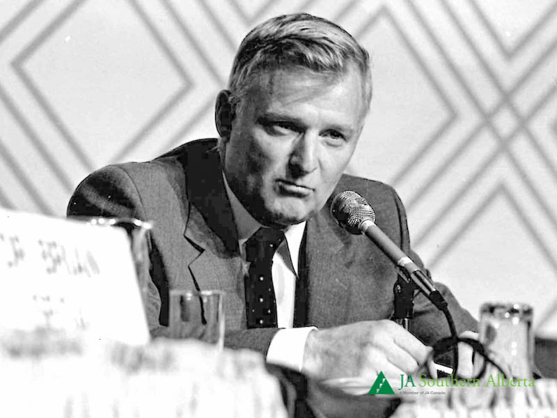 Jim-Gray-Moderator-at-Junior-achievement-Business-leadership-conference-1980